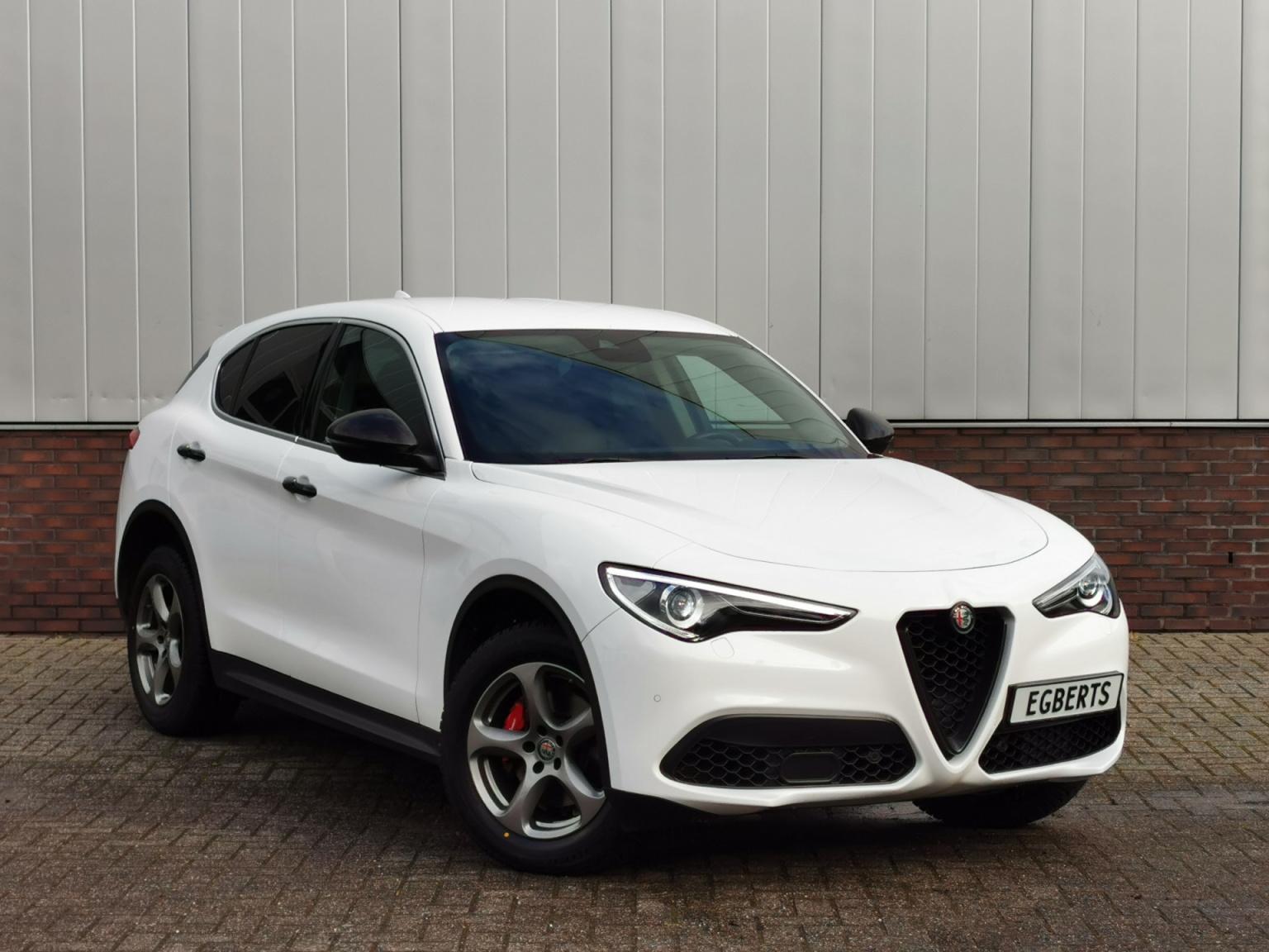 Alfa Romeo-Stelvio-2