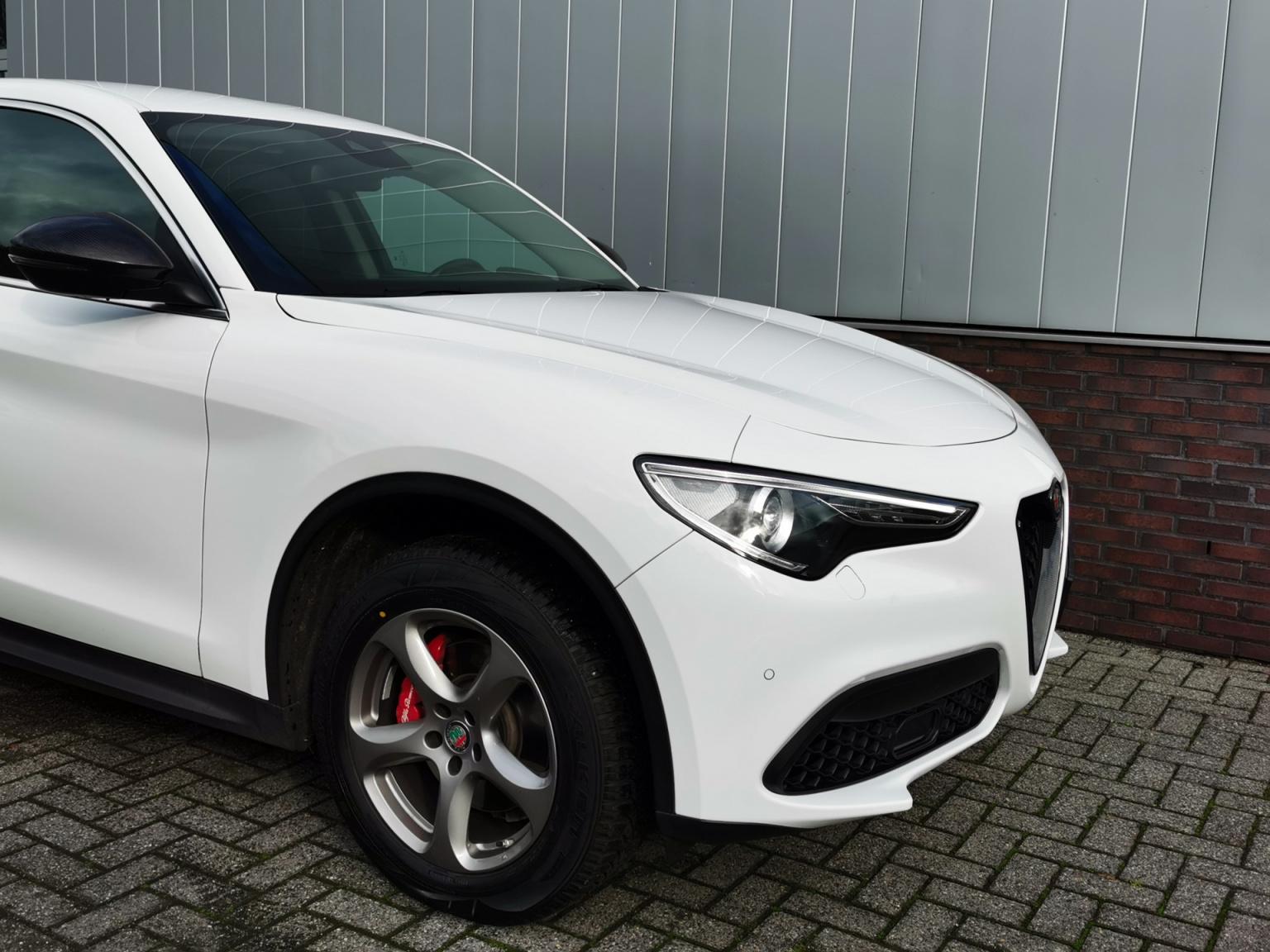 Alfa Romeo-Stelvio-31
